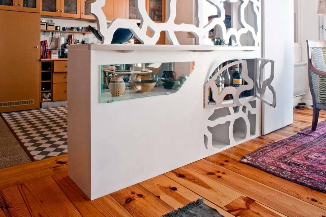 """Aménagement d'intérieur """"EVA"""": Salon de style  par Motif-Design"""