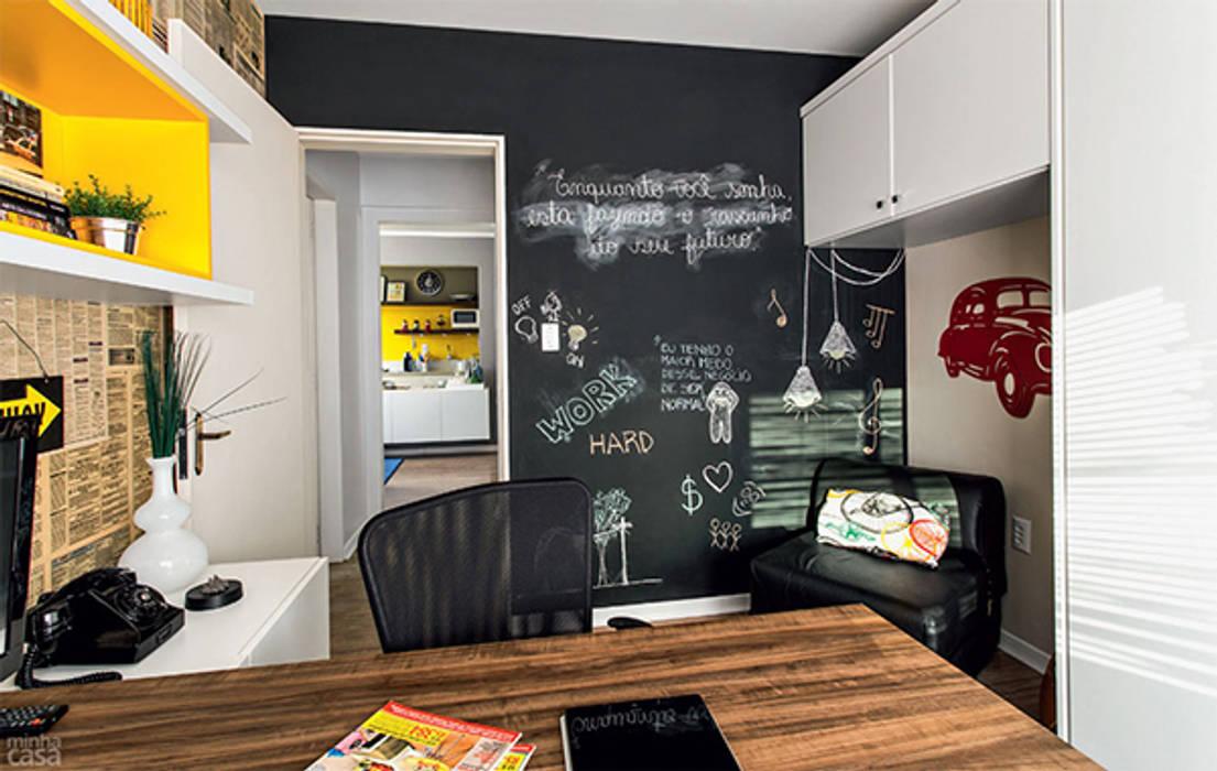 PROJETO HOME OFFICE APARTAMENTO MB – Tristeza/ Porto Alegre Escritórios ecléticos por Ambientta Arquitetura Eclético