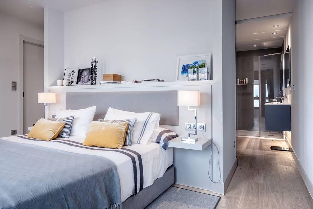 ÁTICO CON VISTAS: Dormitorios de estilo  de SILVIA REGUERA INTERIORISMO
