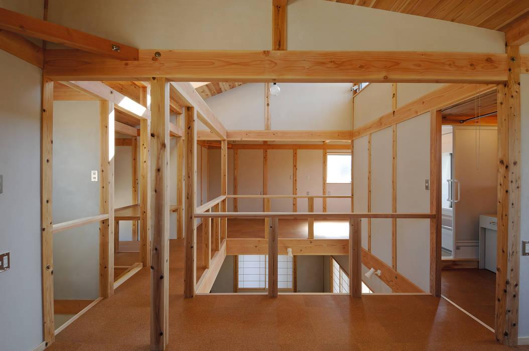 Media room by 氏原求建築設計工房, Rustic