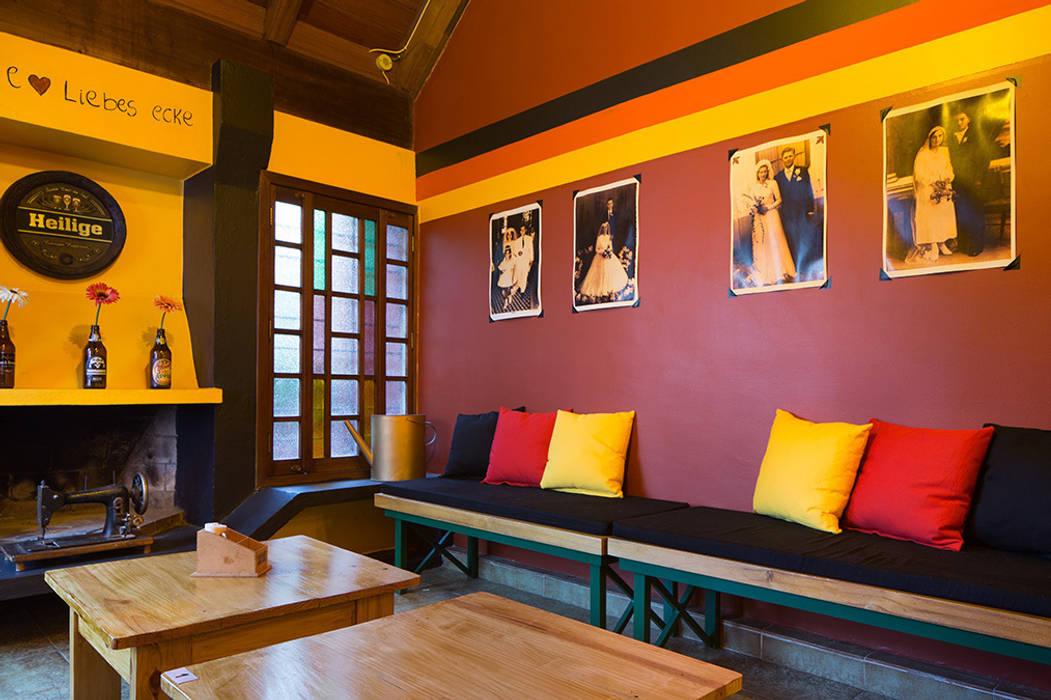 PROJETO PUB CUCA HAUS – Santana/ Porto Alegre Bares e clubes ecléticos por Ambientta Arquitetura Eclético
