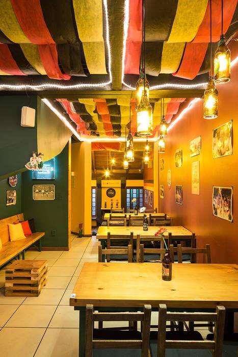 PROJETO PUB CUCA HAUS – Santana/ Porto Alegre: Bares e clubes  por Ambientta Arquitetura
