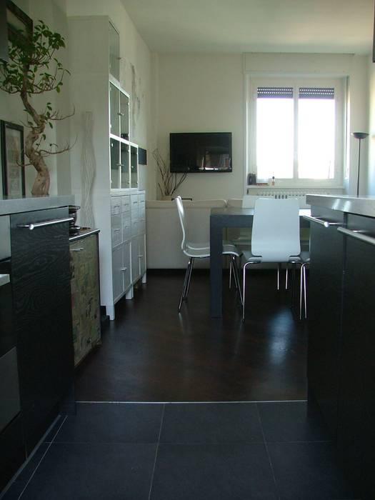 Soggiorno: Soggiorno in stile in stile Moderno di gk architetti  (Carlo Andrea Gorelli+Keiko Kondo)