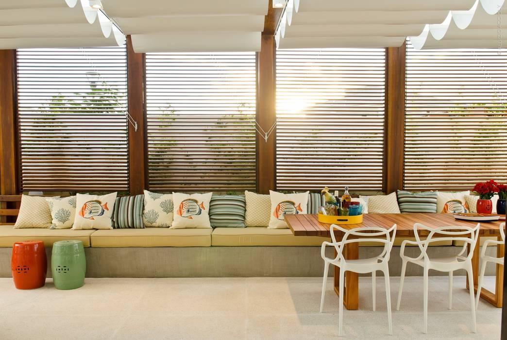 PERGOLADO RODRIGO FONSECA | ARQUITETURA E INTERIORES Varandas, alpendres e terraços modernos
