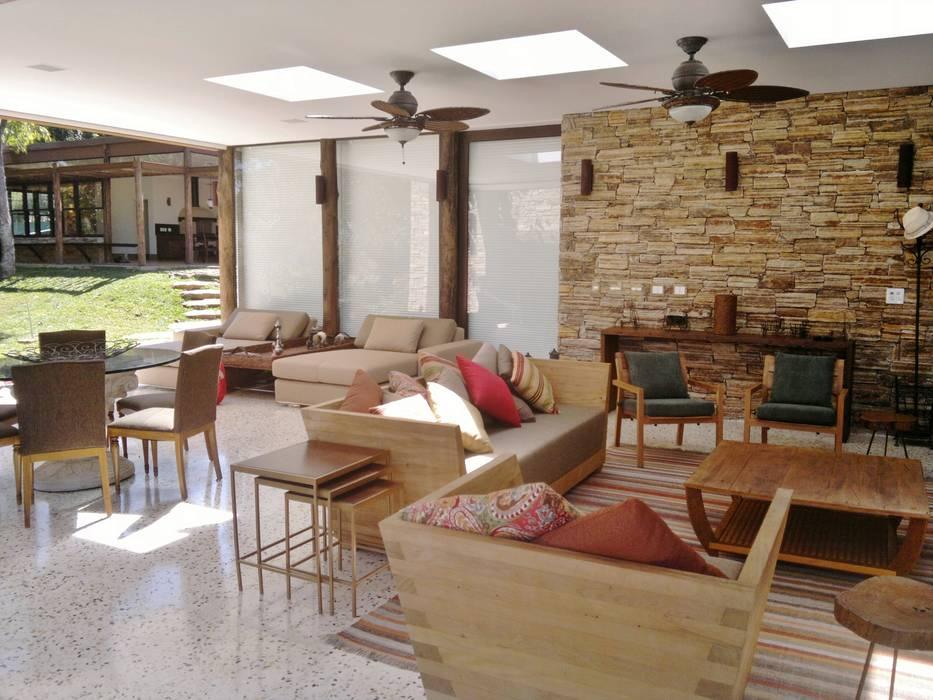 CASA NO CAMPO Varandas, alpendres e terraços ecléticos por Kika Prata Arquitetura e Interiores. Eclético