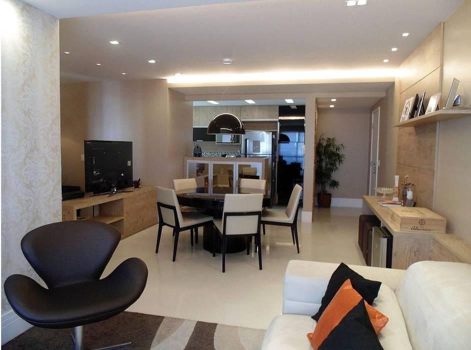 Sala de Estar, Jantar, Home Cinema e Cozinha: Salas de estar  por Paula Werneck Arquitetura,