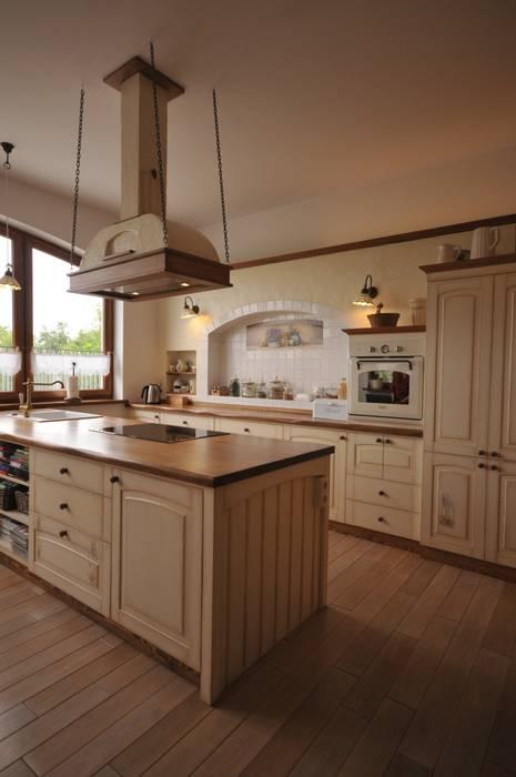 Kuchnia sielska z wyspą: styl , w kategorii Kuchnia zaprojektowany przez 'Rustykalnia'  Sztuka Wnętrza