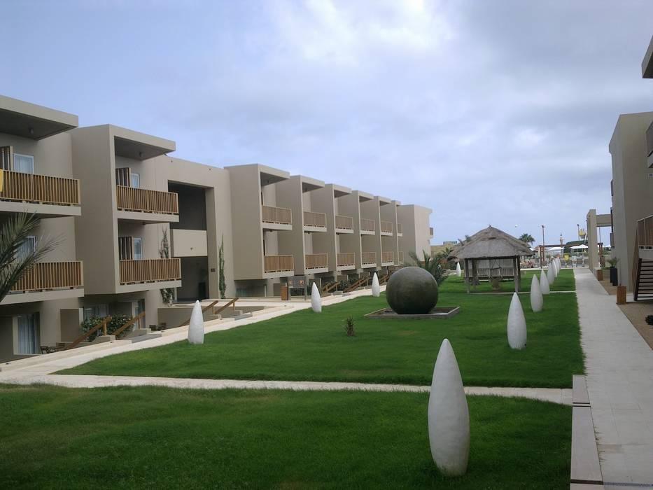 Empreendimento Turístico em Cabo Verde Hotéis tropicais por Autovidreira Tropical