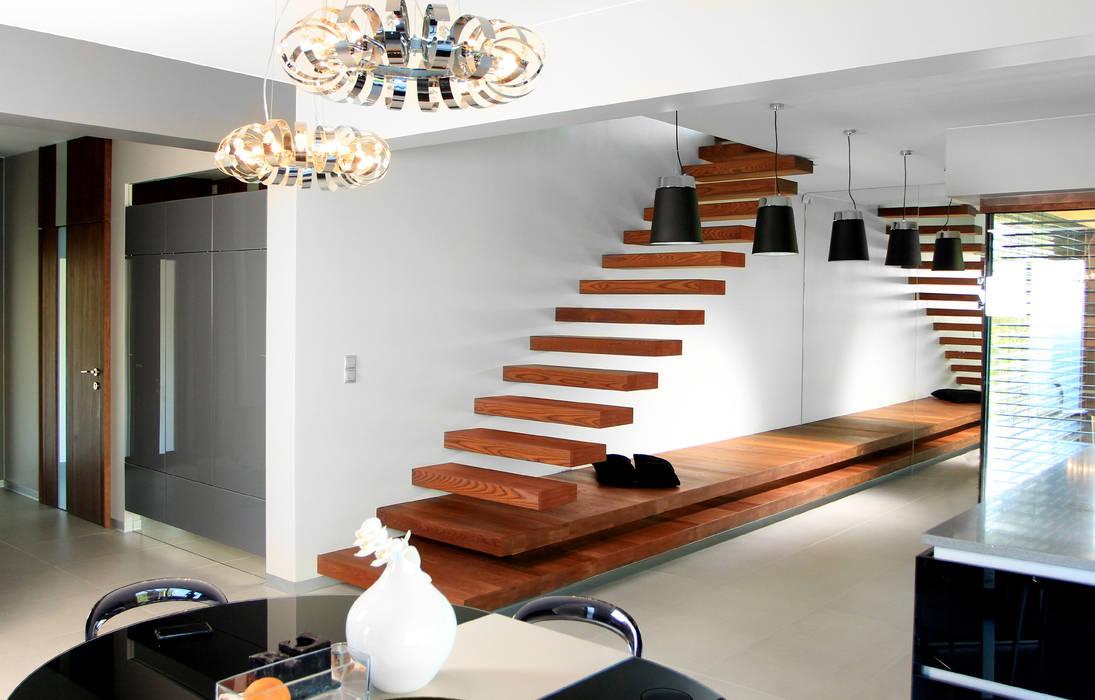 Moderner Flur, Diele & Treppenhaus von STRUKTURA Łukasz Lewandowski Modern