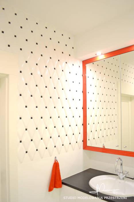pikowana ściana: styl , w kategorii Łazienka zaprojektowany przez Studio Modelowania Przestrzeni