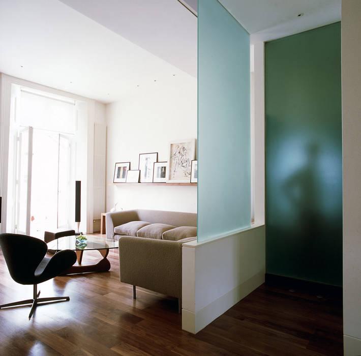 Maida Vale Apartment - 3 Moderne woonkamers van Jonathan Clark Architects Modern