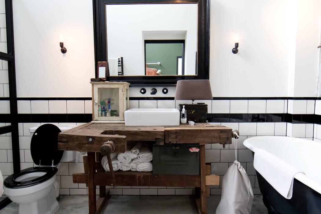 homify Industriële badkamers