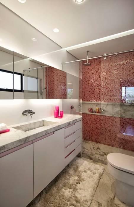 Projeto Casa Moderna - Jorge Elmor: Banheiros  por Elmor Arquitetura