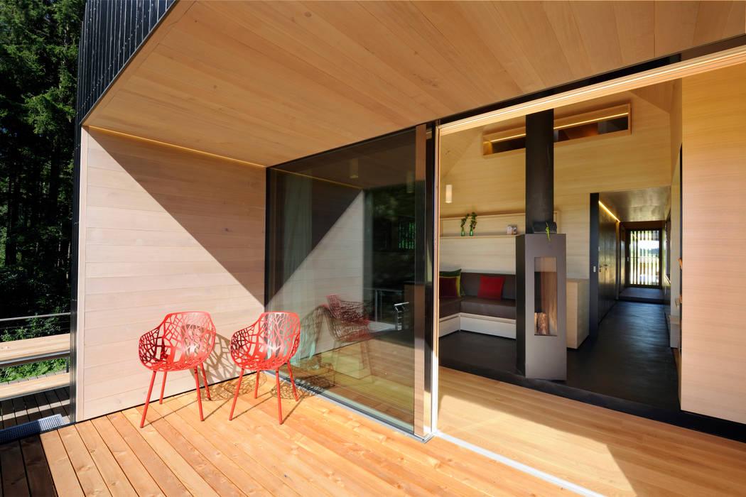 Balconies, verandas & terraces  by Hofgut Hafnerleiten