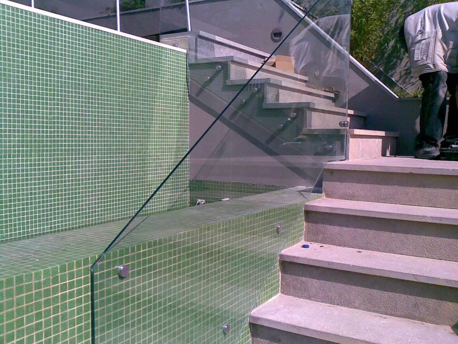 Guardas de Escadas Corredores, halls e escadas modernos por Autovidreira Moderno