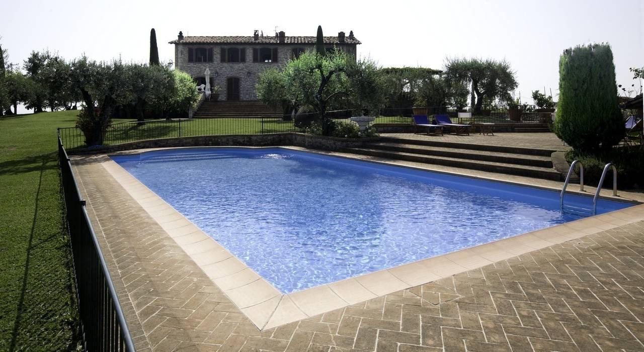Fattoria montechiari piscina in stile rustico di studio ...