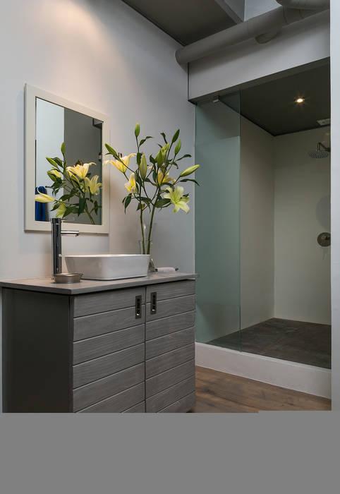 Salle de bain industrielle par MARIANGEL COGHLAN Industriel