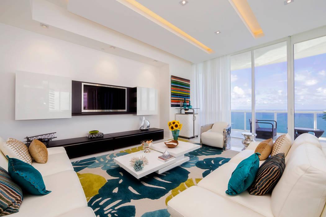 Salas de estilo moderno de Infinity Spaces Moderno
