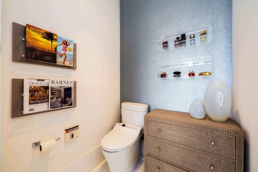 Infinity Spaces Baños de estilo moderno