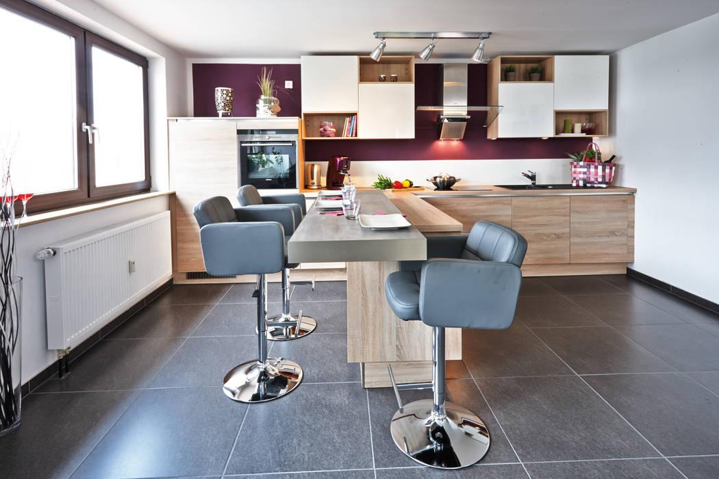 Offene Wohnküche mit Insel Moderne Küchen von Küchen Quelle Modern