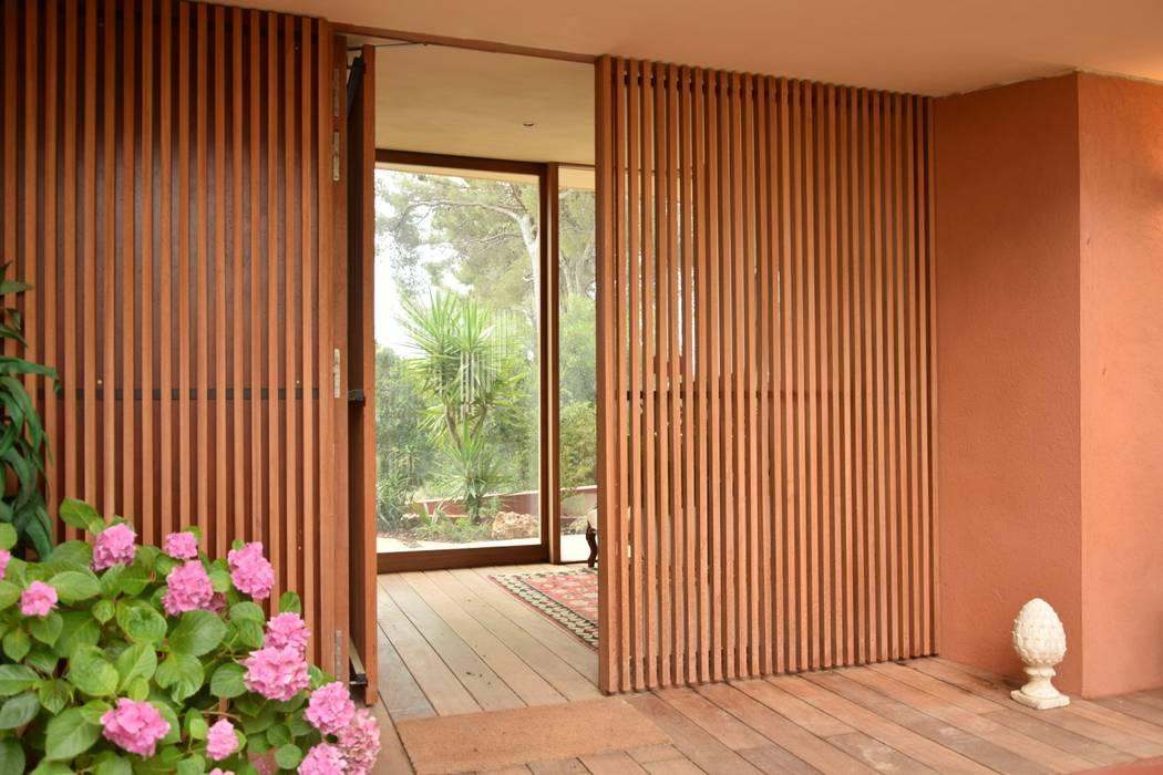 Une nouvelle entrée: Maisons de style  par Grégory Cugnet ARCHITECTE