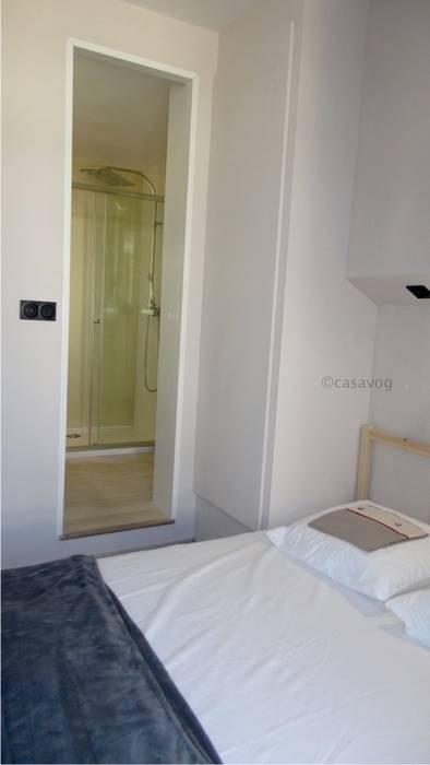 chambre avec suite salle de bains: Chambre de style de style Moderne par Casavog