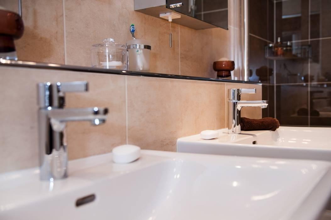Modern En-Suite Bathroom - Shower Room Design Surrey Modern bathroom by Raycross Interiors Modern