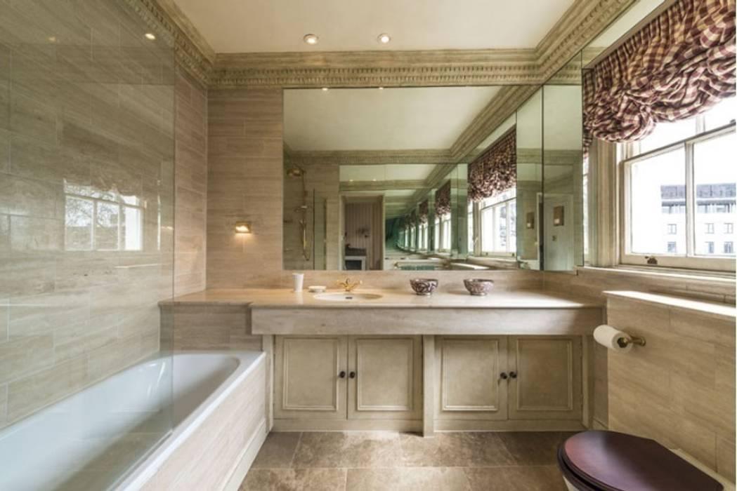 Il bagno degli ospiti: Bagno in stile in stile classico di DF Design