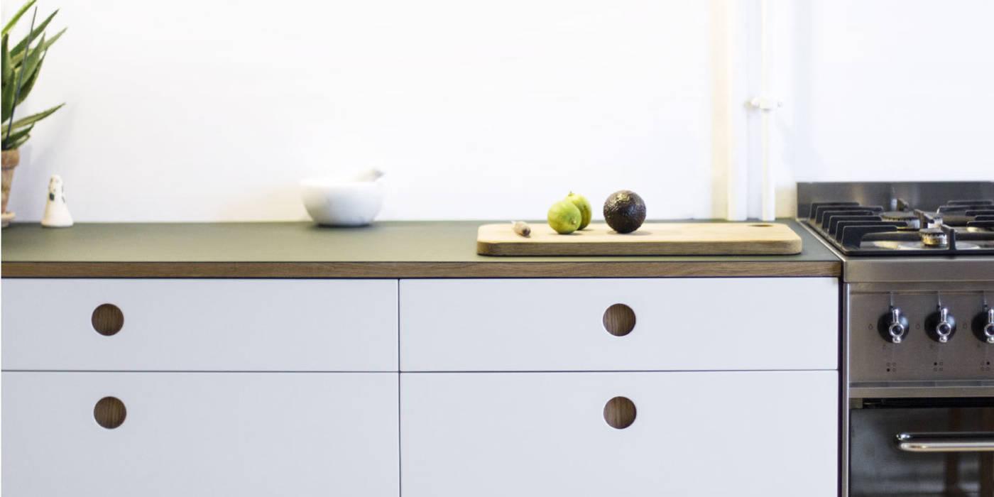 Basis 01 küche mit linoleum arbeitsplatte und kante und griffen aus ...