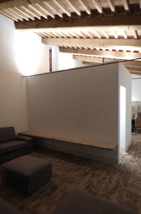 Soggiorno: Soggiorno in stile in stile Moderno di MAPR architettura