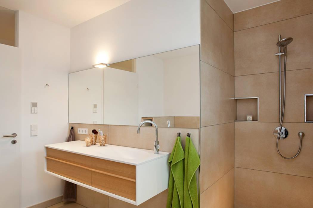 Bad bauhausstil: badezimmer von pur.buero architektur für innen | homify