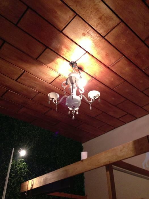 techo de madera: Espacios comerciales de estilo  por Armatoste studio, Asiático