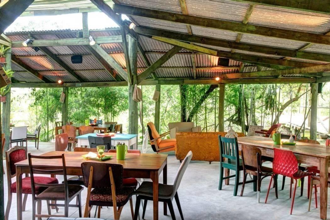 Bar2: Bares e clubes  por Tellini Vontobel Arquitetura,
