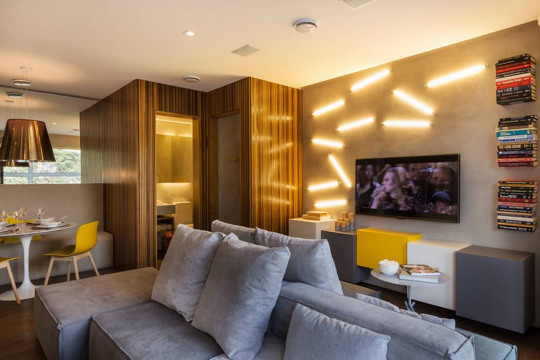 Phòng khách phong cách tối giản bởi Studiodwg Arquitetura e Interiores Ltda. Tối giản