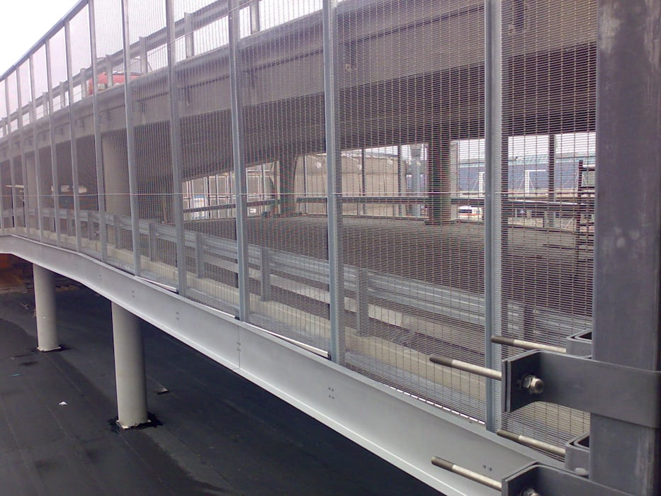 AIRPORT HELSINKI VANTAA - Parapetti e ringhiere: Case in stile in stile Moderno di Tessitura Tele Metalliche Rossi