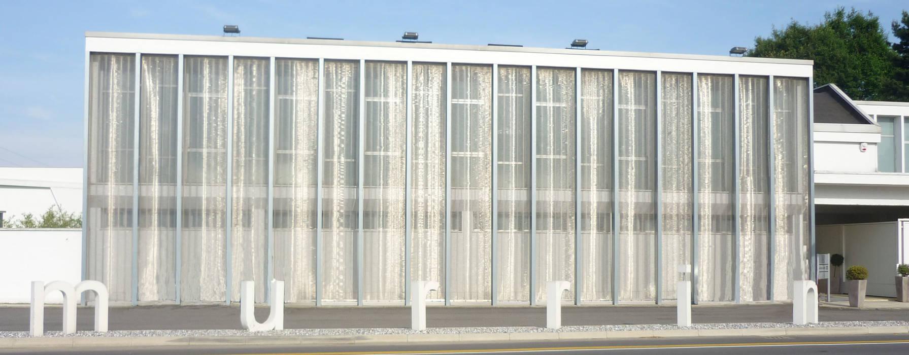 LA MURRINA - Frangisole: Case in stile in stile Moderno di Tessitura Tele Metalliche Rossi