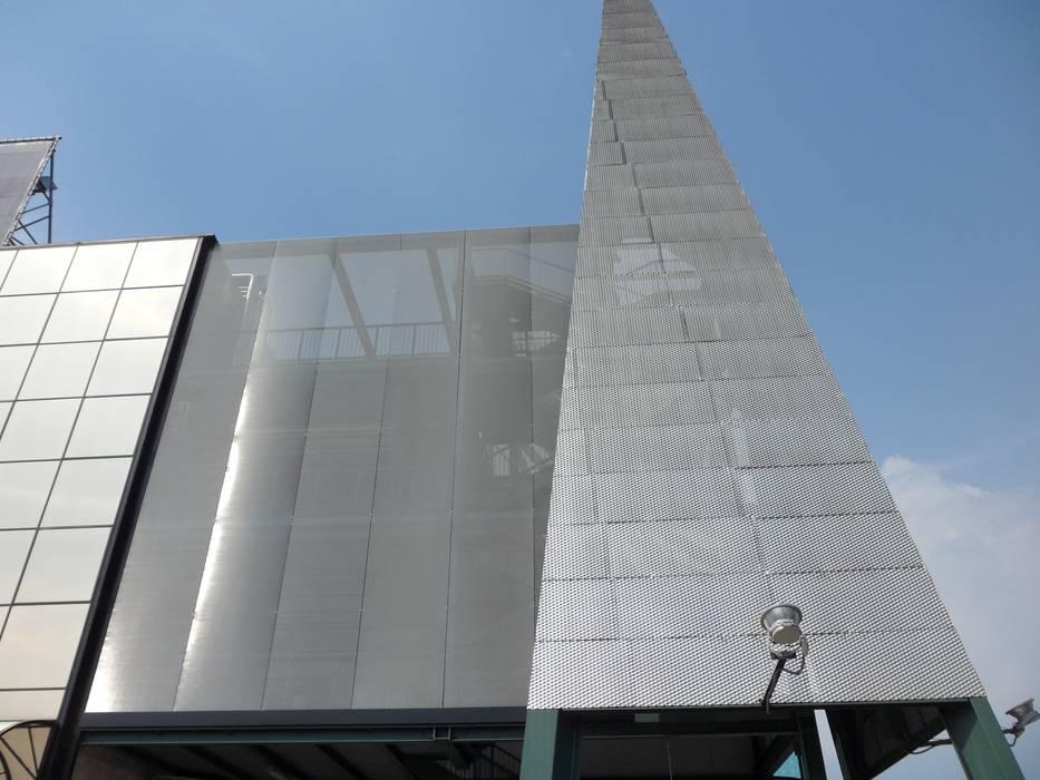 UCI CINEMA: Case in stile in stile Moderno di Tessitura Tele Metalliche Rossi