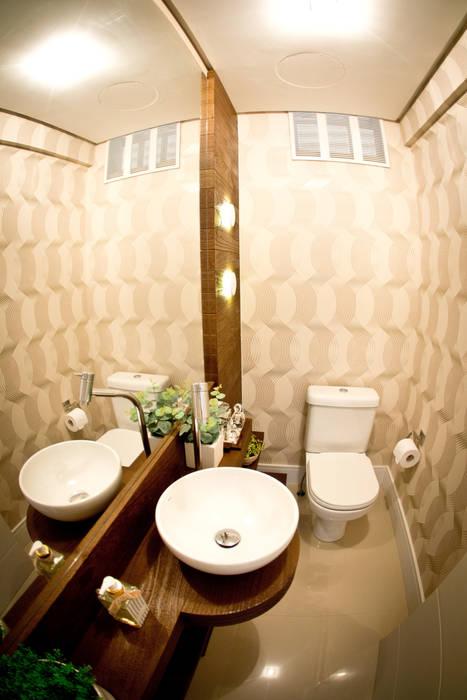 Eclectic style bathroom by INOVA Arquitetura Eclectic