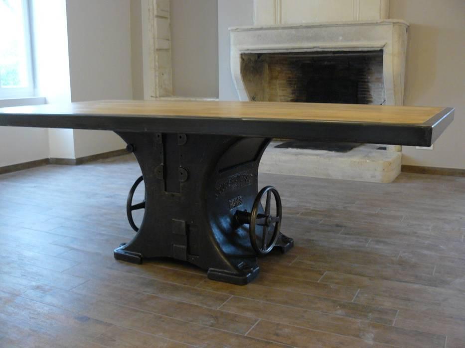 Table Industrielle Pied Central Fonte Salle A Manger De Style Par