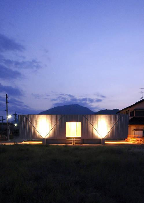 ボートハウスの夜景2: 土居建築工房が手掛けた家です。,モダン