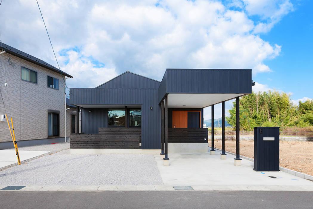Maisons modernes par タクタク/クニヤス建築設計 Moderne