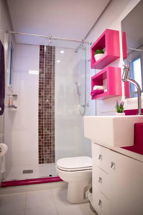 Banheiro Social Colorido: Banheiros  por INOVA Arquitetura