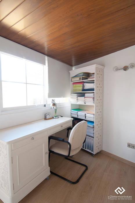 Diseño vivienda en Benalmádena Estudios y despachos de estilo moderno de C2INTERIORISTAS Moderno