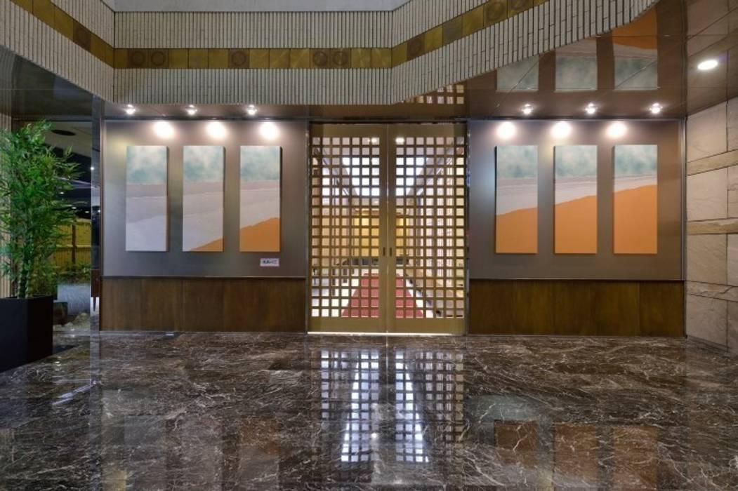 대리석마루 뉴이지스톤 일본 연수원 로비 리모댈링: (주)이지테크(EASYTECH Inc.)의  회의실,모던