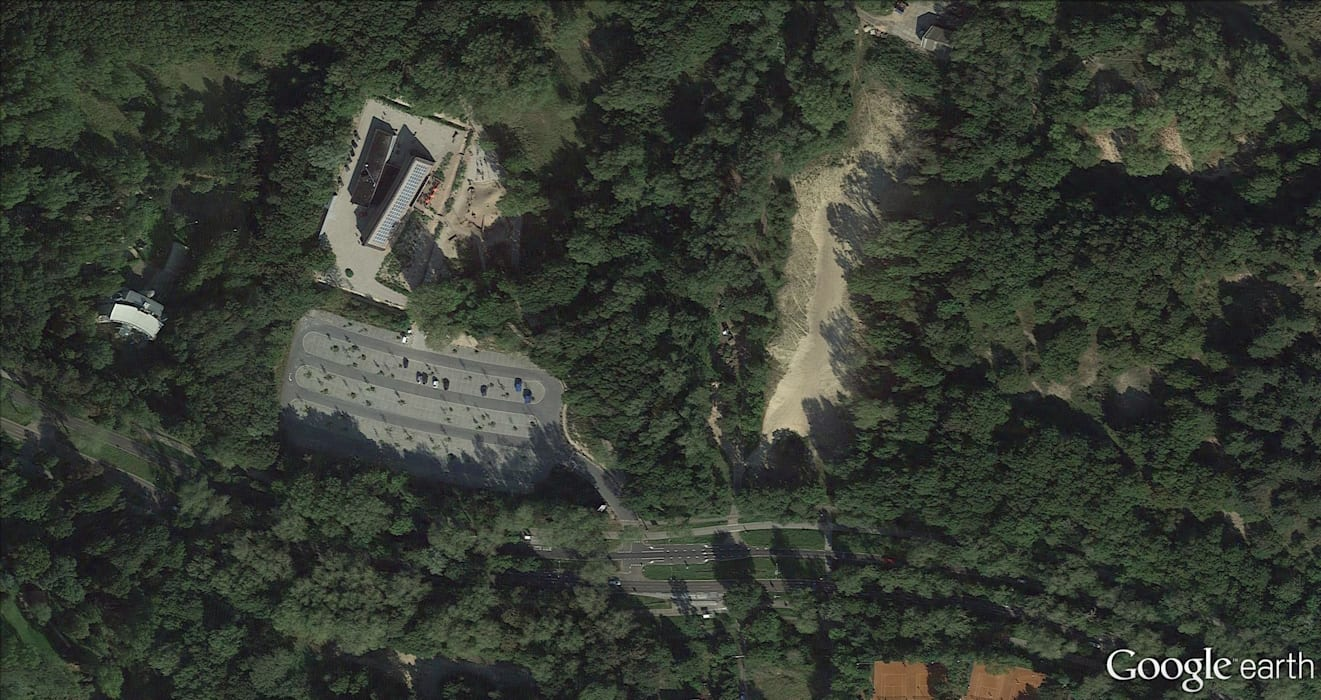 Google Earth foto:  Exhibitieruimten door BBHD architecten