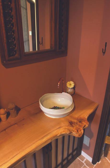 手洗いスペース: パパママハウス株式会社が手掛けた浴室です。