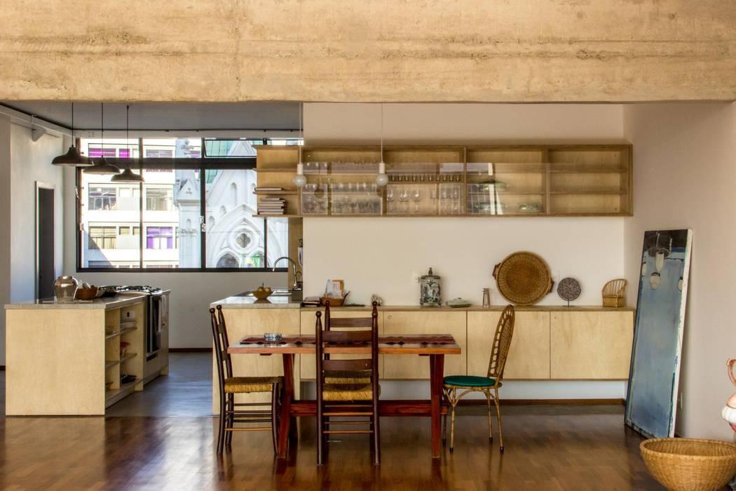 Cozinha integrada com a sala Cozinhas modernas por Ruta arquitetura e urbanismo Moderno
