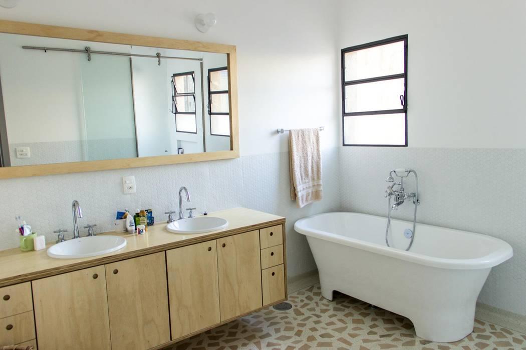 Salle de bain moderne par Ruta arquitetura e urbanismo Moderne