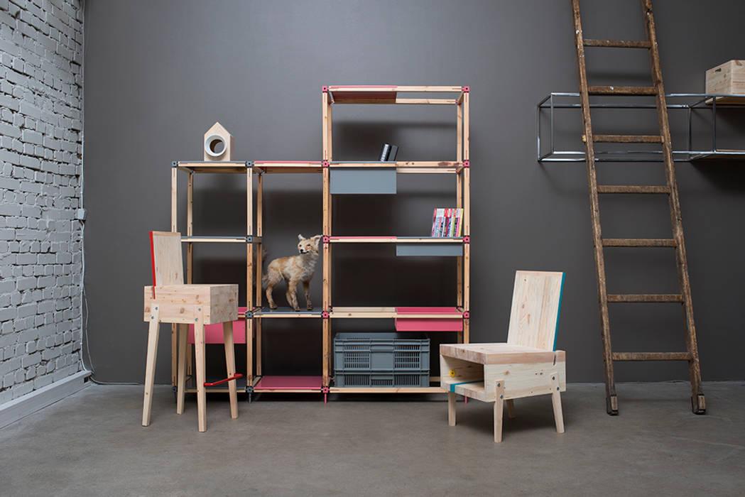 Barhocker, Lounge-Sessel & Bücherregal aus Recyclingholz: modern  von Baltic Design Shop,Modern