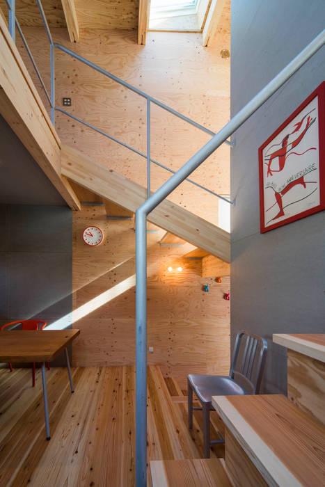 階段と吹抜け モダンスタイルの 玄関&廊下&階段 の アトリエセッテン一級建築士事務所 モダン
